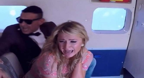 Paris Hilton sufre pesada broma a 15 mil pies de altura