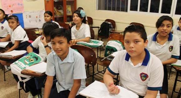 Reciben niños plática de prevención sobre acoso escolar