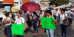 Toman las calles maestros para protestar contra la evaluación