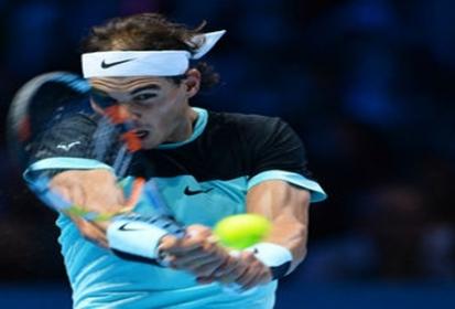 Rafael Nadal pasa con dificultad a semifinales del Masters de Londres