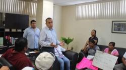 Recibe procurador a comitiva de pobladores de Carlos A. Madrazo