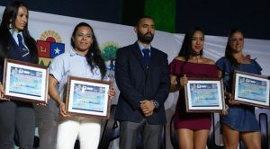 La AQFF distinguió a lo más destacado del año en el Sindicato de Taxistas 'Andrés Quintana Roo'.